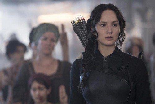Katniss Everdeen (Jennifer Lawrence) soll als Gesicht der Rebellion die Menschen zum Aufstand rufen.