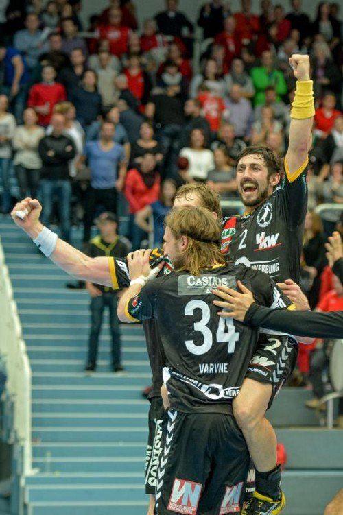 Lucas Mayer und Tobias Warvne können über den 33:32-Sieg bei Krems und den Aufstieg in das Cup-Finalturnier jubeln. Foto: gepa