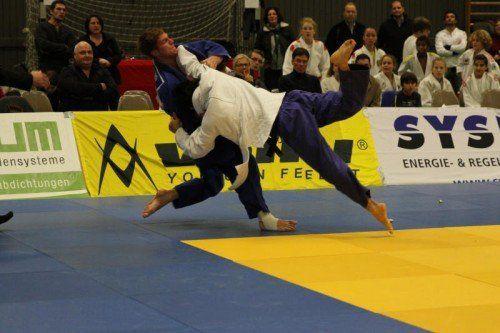 Lokalmatador Michael Greiter (blauer Kimono) und Co. sind beim Steinbock-Cup gefordert. Foto: schwämmle