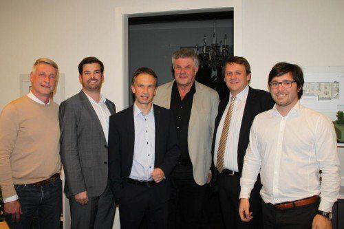 Marco Spitzar (l.) mit Referent Mathias Burtscher, Beatus Fleisch, Mandi Katzenmayer sowie Christoph Thoma und Pierre Mitternöckler.