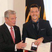 Gauck ehrte die Titelhelden