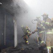 Heiße Asche verursacht Garagenbrand in Klaus