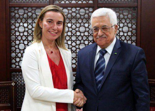Nach ihrer Tour durch den Gazastreifen trifft EU-Außenbeauftragte Federica Mogherini den palästinensischen Präsidenten Mahmoud Abbas.  EPA