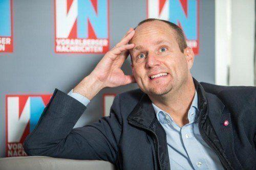 """Neos-Chef Strolz im VN-Gespräch: """"Jetzt mache ich bei der SPÖ den Geburtshelfer."""" Foto: VN/Steurer"""