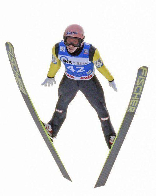 ÖSV-Adler Stefan Kraft zeigte im ersten Weltcup-Springen in Klingenthal sein Könnnen. Der Salzburger stand als Zweiter auf dem Podest. Foto: ap