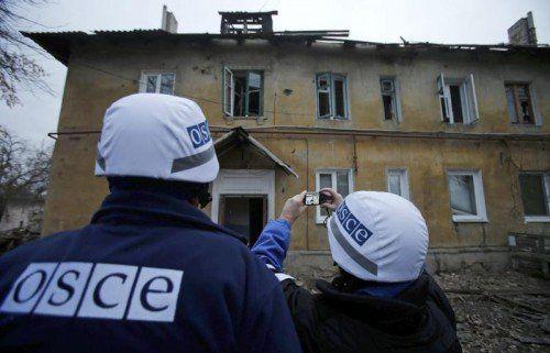 OSZE-Beobachter sind im Westen von Donezk im Einsatz. REUTERS