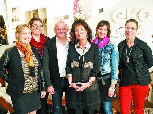 Reinhard und Doris Kopf mit den Mitarbeiterinnen Janele Frick, Birgit Fruscione-Küng, Birgit Nußbaumer sowie Anja Ehe.  Fotos: sie
