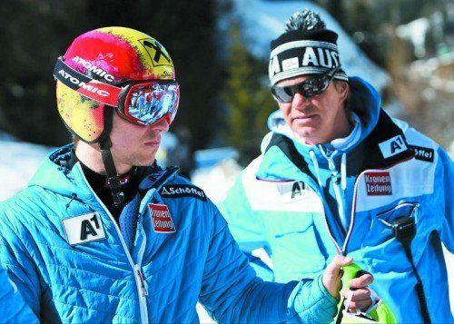 Reisen sehr gut vorbereitet auf den ersten Saison-Torlauf nach Levi an: Marcel Hirscher und sein Trainer Michael Pircher. Foto: gepa
