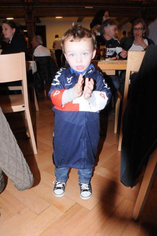 Sandro, der jüngste Fan im IAM-Trikot.
