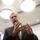 Finanzminister droht BayernLB mit Klage