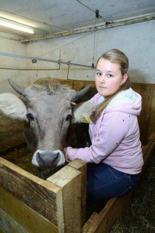 Tierquälerei Kalb; 15jährige Lisa mit Kalb Kathi
