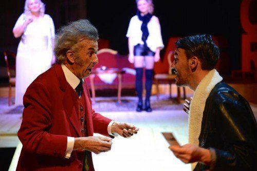"""Wiedereinstieg in die Amateurtheaterszene mit einem Paukenschlag: """"Ensemble 89"""" spielt Gogols """"Der Revisor"""". Foto: Ensemble"""