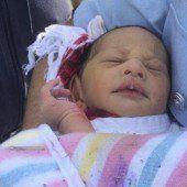 Neugeborenes aus Abflussrohr gerettet