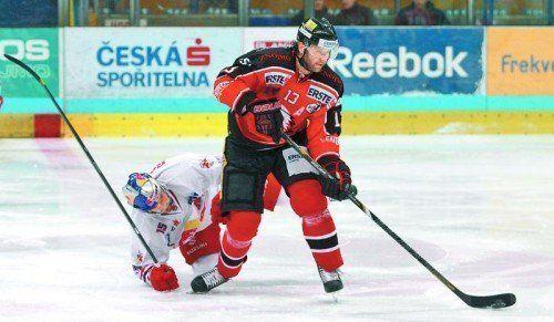 Zdenek Blatny kennt sich in der Liga aus. Im Bild trickst er im Znojmo-Dress gegen Manuel Latusa. Foto: gepa