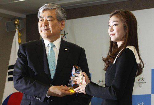 Ärger mit der Tochter: OK-Chef Cho Yang Ho (im Bild mit Eiskunstläuferin Kim Yuna). Foto: epa