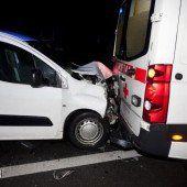 Mit Pkw fast ungebremst gegen ein Rettungsauto