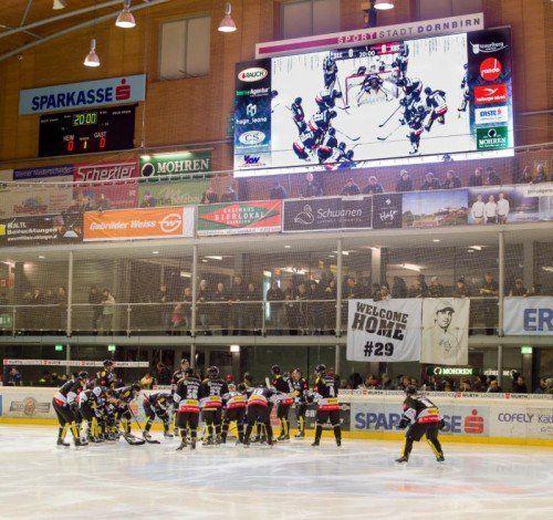 Bulldogs-Heimspiele werden live auf die riesige Videoleinwand in der Messeeishalle übertragen. Foto: stiplovsek