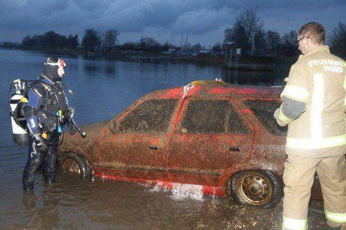 Das Auto lag bereits über ein Jahr im Bodensee, ehe es die Taucher entdeckten. Foto: Mathis
