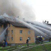 Doppelwohnhaus stand in Flammen