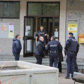 Bewaffneter Mann stürmt Postfiliale in Schwarzach