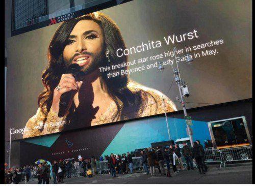 Das riesige Plakat nimmt einen ganzen Block an New Yorks prominentestem Platz ein. Foto: Twitter