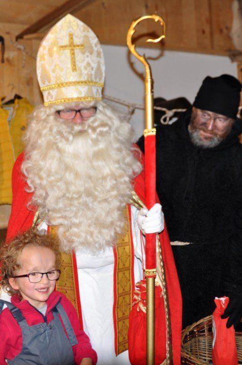 Die schwer kranke, achtjährige Paula hat den Nikolaus lieb.