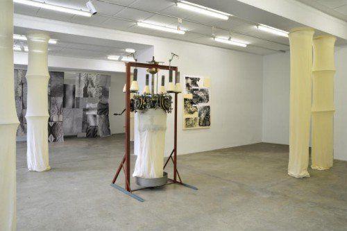 Die Wirkmaschine ist das zentrale Objekt der Ausstellung.