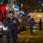 Zwei Polizisten in ihrem Streifenwagen getötet