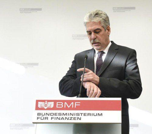 Finanzminister Schelling: Das Urteil kam überraschend.  FOTO: APA