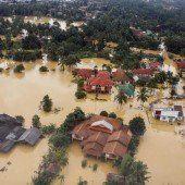 Massenflucht vor dem Hochwasser in Asien