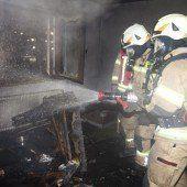 Unbewohntes Haus in Brand