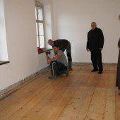Handwerker halten Einzug im Kloster