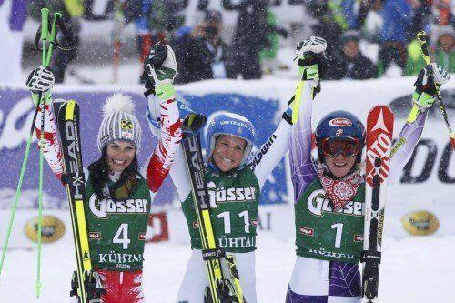 Lachendes Siegertrio v. l.: Anna Fenninger, Sara Hector und die Halbzeitführende Mikaela Shiffrin. Foto: epa