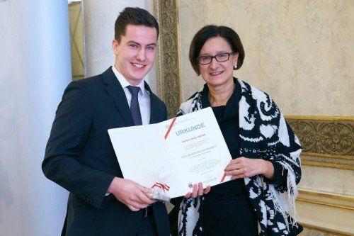 Lukas Amann nahm die Auszeichnung am Montag von Innenministerin Johanna Mikl-Leitner entgegen.  Foto: BMI