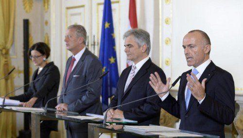Mikl-Leitner, Mitterlehner (ÖVP), Faymann und Klug (SPÖ) einigten sich auf ein Bundesheerpaket.  FOTO: APA