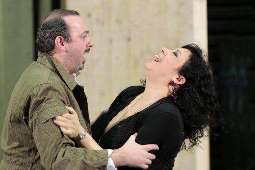"""Nadine Weissmann (Carmen) und Adriano Graziani (Don José) bei den Proben zur Opernproduktion """"Carmen"""" am Landestheater. Foto: Köhler"""