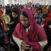 Tausende gedenken der getöteten Schüler in Peschawar