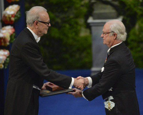 Patrick Modiano erhielt den Preis von Carl XVI. Gustaf.  Foto: AP
