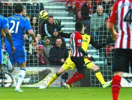 Sadio Mané lässt Chelsea-Torhüter Thibaut Courtois keine Abwehrchance und bringt Southampton mit 1:0 in Führung. Foto: Reuters