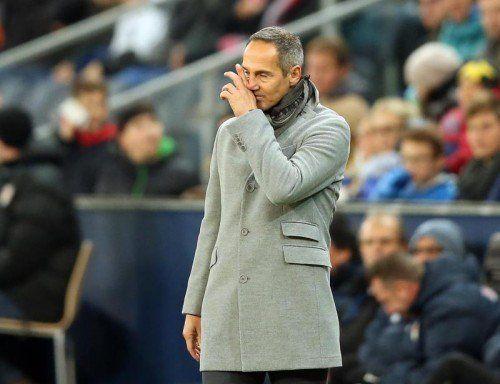 Salzburg-Trainer Adi Hütter erwartet sich heute zum Abschluss trotz Rotation einen Sieg in der Europa League. Foto: apa
