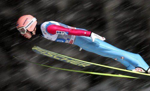 Stefan Kraft segelte in Oberstdorf zu seinem ersten Sieg im Weltcup. Der 21-Jährige bestach mit zwei starken Sprüngen auf der Schattenberg-Schanze. Foto: epa