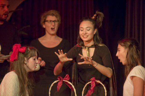 Szenenbilder (Einserqualität) Kinderoper Die kleine Hexe mit Vorarlberger Sängern