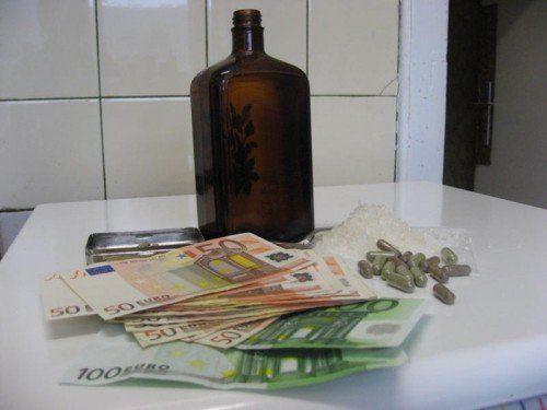 Viel Geld ist beim Handel mit psychoaktiven Substanzen im Spiel, legal ist er nur selten.  Foto: Eckert