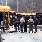 Schulbusunfall fordert drei Tote