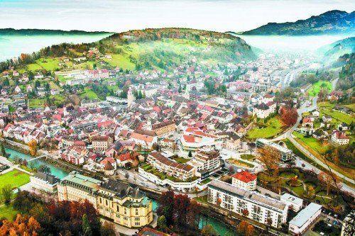 2601 Quadratkilometer beträgt die Gesamtfläche Vorarlbergs. 35,8 Prozent davon sind Wald, 23,5 Prozent Alpen, 2,7 Prozent Gewässer. Insgesamt werden 16,1 Prozent der Fläche landwirtschaftlich genutzt.