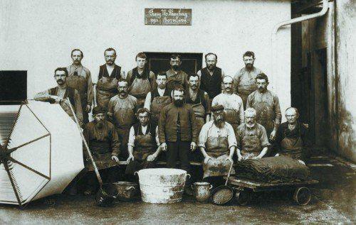 Anfänge der Textilindustrie: Färberei-Arbeiter der Firma F.M. Rhomberg. Fotos: Stadtarchiv Dornbirn