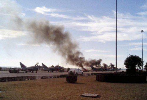 Augenzeugen berichteten, nach dem Absturz der Maschine hätten sich eine oder mehrere Explosionen ereignet. Foto: REUTERS