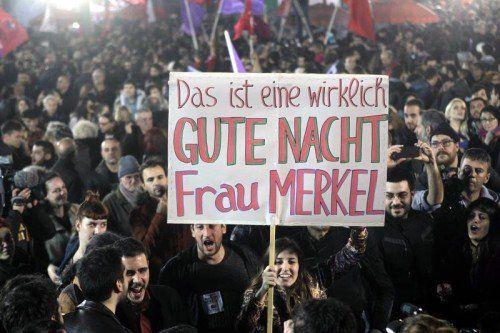 Bis Montagmorgen feierten die Griechen den Wahlsieg von Syriza – und schickten Deutschland Botschaften.  EPA