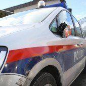 Polizeiauto bei Verfolgung auf der S 16 von Porsche-Dieben gerammt