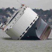 Bergung von Frachter gestaltet sich schwierig